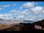 Ее северная часть находится в территории китайского Тибета. А южная часть – в Непале.