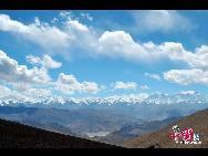 Высота Эвереста над уровнем моря составляет 8848,43 м. Это главная вершина Гималаев и самая высокая гора мире.