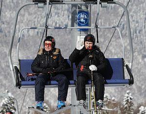 Медведев и Путин покатались на горных лыжах в Сочи