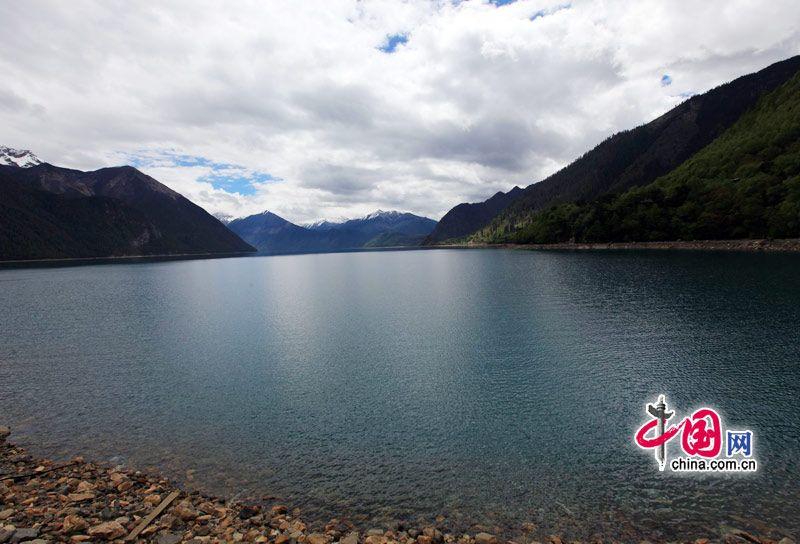 Красота озера Басунцо в Тибете