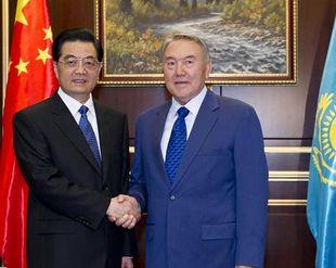 (10-летие ШОС) Ху Цзиньтао прибыл в Астану с государственным визитом в Казахстан и для участия на саммите ШОС