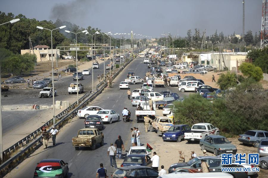 Член ливийского 'Переходного национального совета /ПНС/ Абдулла Альмайхоп в ночь на понедельник заявил журналистам, что оппозиция уже взяла под свой контроль Триполи и в настоящее время ликвидирует войска Муамара Каддафи, оставшиеся в городе.