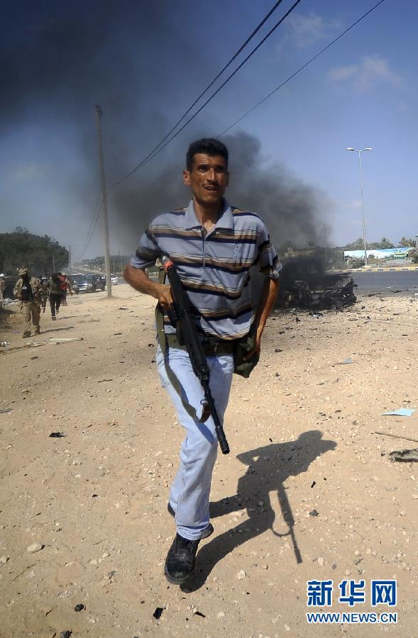 До этого катарскийспутниковый телеканал 'Аль-Джазира' сообщил о том, что жители Триполи празднуют на площади скорое свержение власти Каддафи.