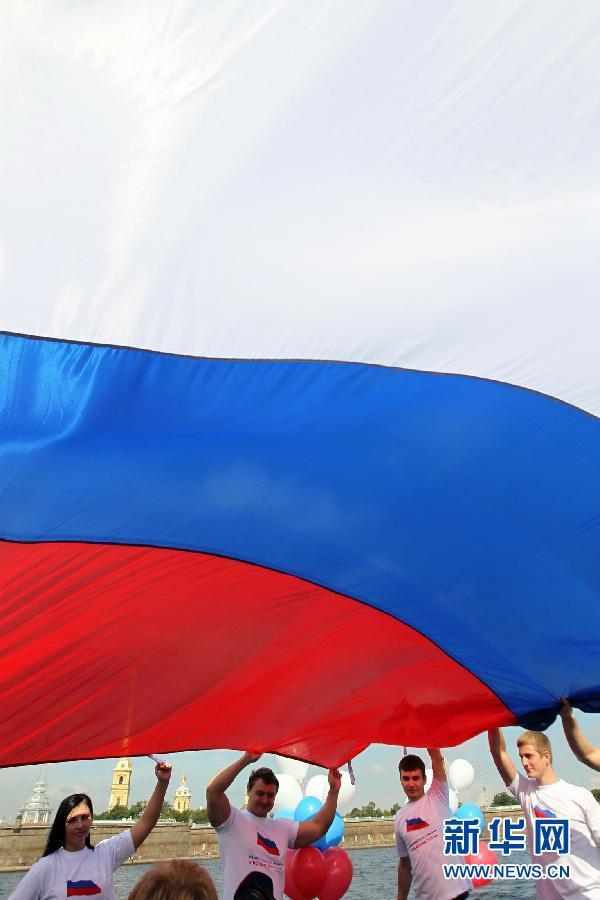 22 августа в России отмечается День государственного флага. В понедельник церемония подъема государственного флага и другие праздничные мероприятия прошли, в частности, в Санкт-Петербурге.