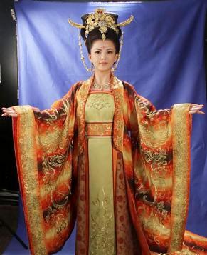 Ли Сян в роскошных древнекитайских нарядах