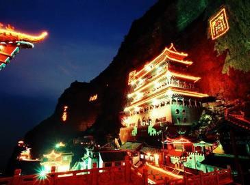 Любование луной в пейзажном районе гор Мяньшань