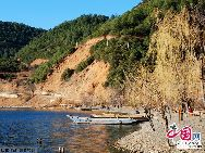 Представители легендарной народности мосо на протяжении многих поколений проживают возле озера Лугуху. У них до сих пор сохраняется матриархальный строй и своеобразные брачные отношения: мужчины не женятся, а женщины не выходят замуж.