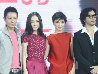 Главные сотрудники съемочной группы фильма «Лунатик в 3D» на Токийском международном кинофестивале