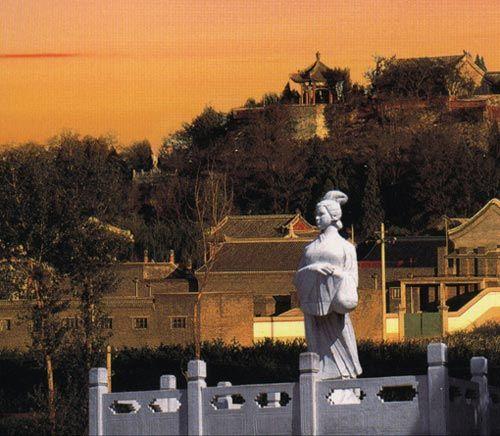 Монастырь Мэнцзяннюй в Циньхуандао