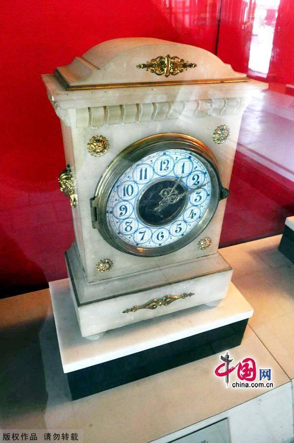 Императорские памятники: часы в летней резиденции «Бишушаньчжуан» в городе Чэндэ