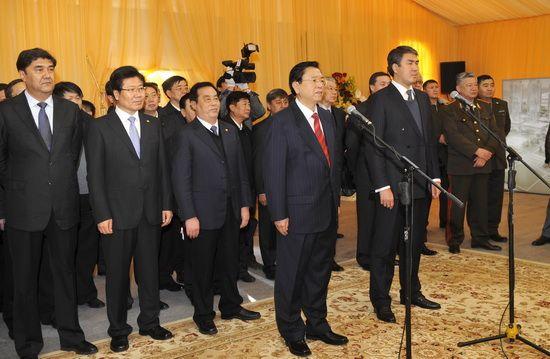 На китайско-казахстанской границе состоялась церемония открытия МЦПС 'Хоргос' и стыковки второй трансграничной железной дороги между двумя странами