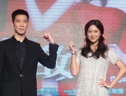 Сюй Цзинлэй и Хуан Лисин на пресс-конференции фильма «Милый враг»