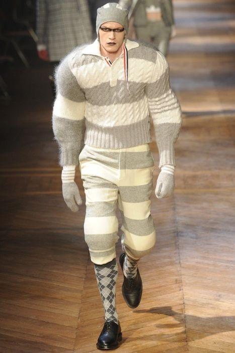 На днях в Париже открылась неделя мужской моды, на которой американсий дизайнер Том Браун (Thom Browne) и его бельгийский коллега Вальтер Ван Бейрендонк (Walter Van Beirendonck) показали поразительно красочную для мужской коллекции одежду.