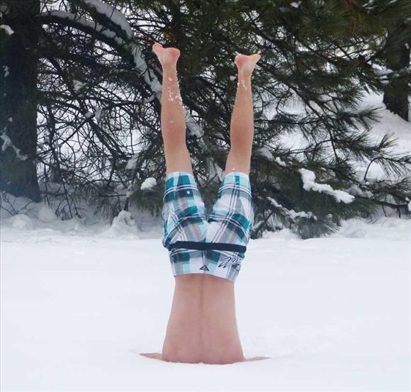 Оригинально! Иностранцы на снежном пляже4