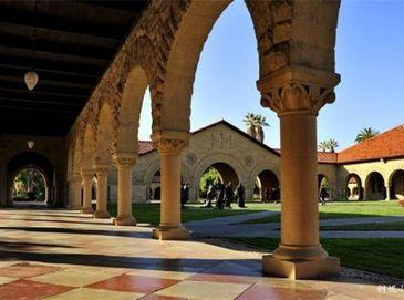 Самый красивый университет США: 28 миллиардеров оконичили этот университет