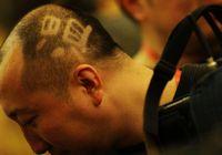 На пресс-конференции премьера Вэнь Цзябао журналист с прической с иероглифом «Вэнь» привлек внимание