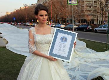 В Румынии создали самое длинное свадебное платье 1