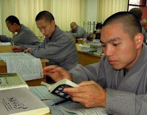 Новый Хэнаньский буддийский колледж: Монахи могут изучать английский язык и компьютерные знания