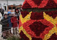 В Украине установили гигантское пасхальное яйцо из живых роз