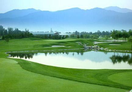 Достопримечательность города Чанчунь: Озеро Цзинюетань