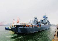 Близко к ракетному крейсеру «Варяг» ВМС России в порту г. Циндао