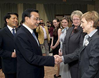 Вице-премьер Госсовета КНР встретился с представителями организаций дружбы Китая и России