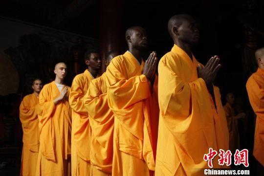 «Иностранные монахи» - в древнем монастыре Шаолинь 1