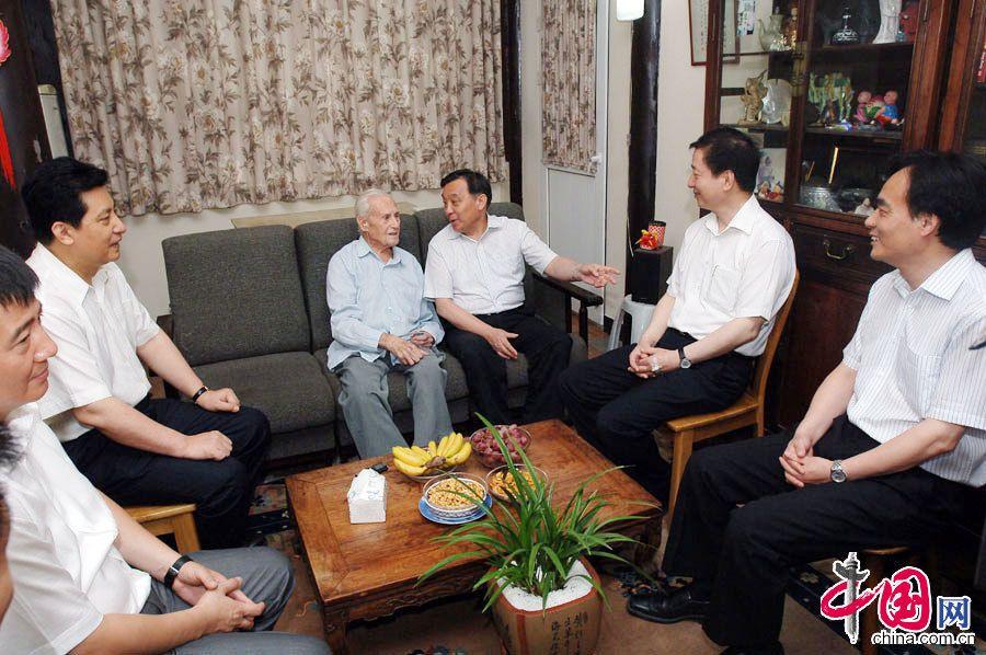 Начальник пресс-канцелярии Госсовета Ван Чэнь навестил специалиста Управления издательства литературы на иностранных языках КНР Ша Боли