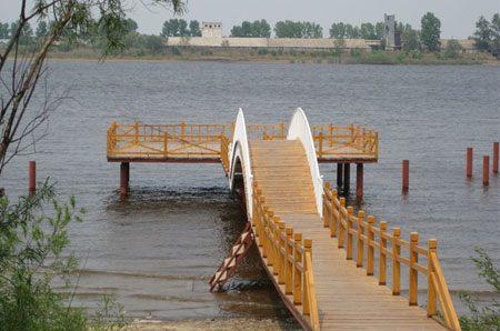 Китайско-российское международное собрание любителей пешеходного спорта по пограничной реке состоялось в уезде Лобэй