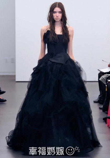 d39cb065517 Оригинальные черные свадебные платья  font style