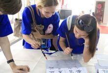 Каллиграфическое испытание у российских студентов в городе Сиань