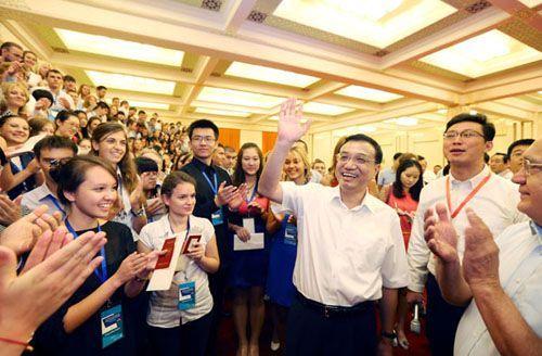 Ли Кэцян встретился с российскими и китайскими студентами