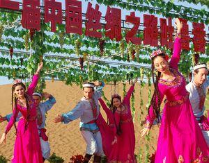 Открытие в Синьцзяне 21-го Турфанского виноградного фестиваля 'Шелковый путь'