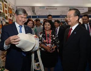 Вэнь Цзябао посетил выставочные павильоны 2-й ярмарки ЭКСПО «Китай-Евразия»2