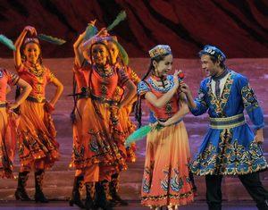 Национальные песни и пляски «Красивый Синьцзян» украсили Вторую ярмарку «Китай-Евразия»