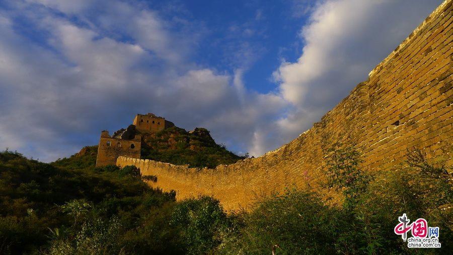 Осенние поэтические пейзажи участка Великой китайской стены Цзиньшаньлин