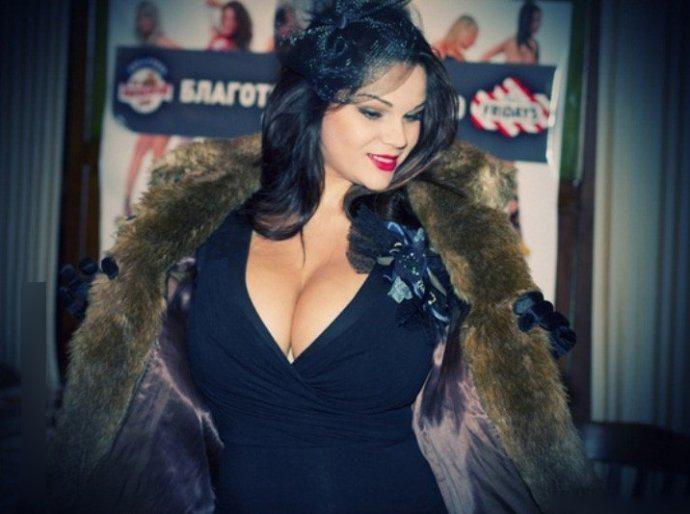 Самая большая натуральная грудь России призналась в любви бюсту Алены Водонаевой.