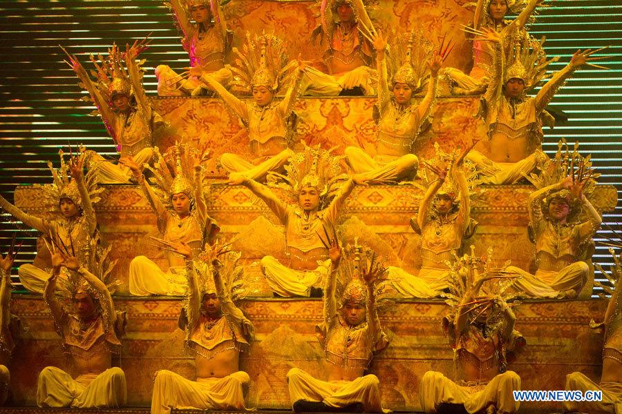 Спектакль 'Мечта Тэнчуна' повествует об истории и культуре Юго-Запада Китая