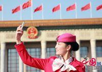 Красивые женщины-служащие 18-го съезда КПК