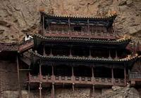 Подвесной храм в горах