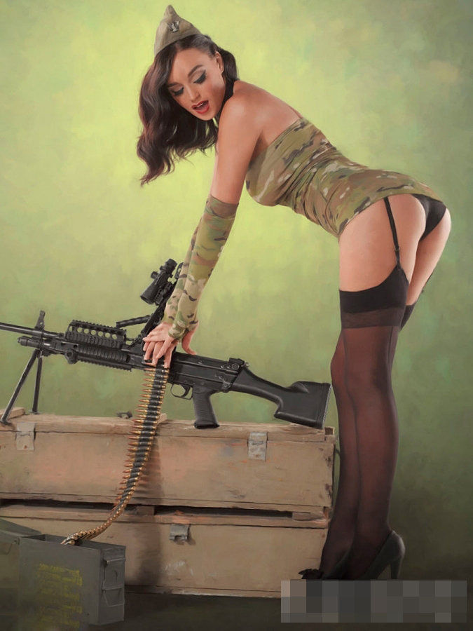 Девушки в военной форме и служба в армии для девушек