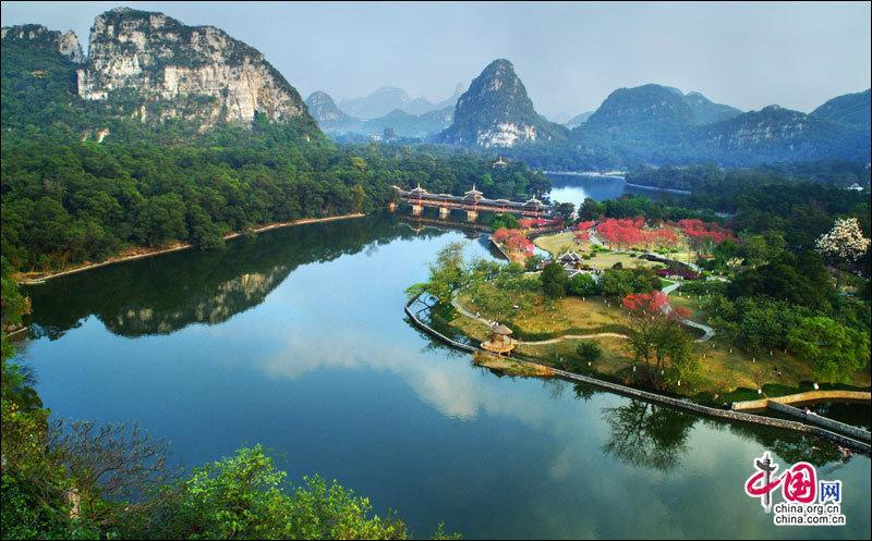 Сказочный парк Лунтань в городе Лючжоу Гуанси-Чжанского автономного района