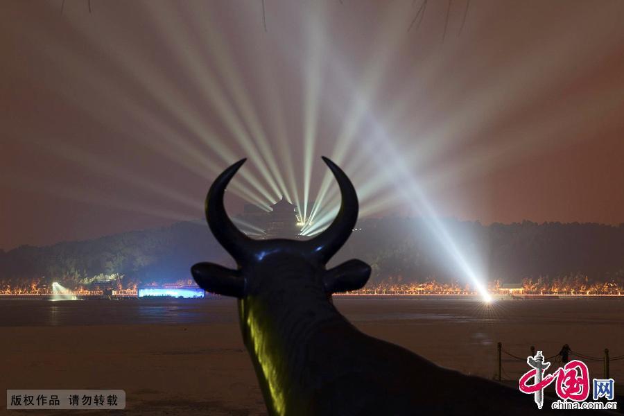 Неописуемая красота ночного парка Ихэюань (Летнего императорского дворца)