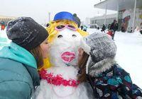 В Москве на Воробьевых горах прошла 'битва дизайнерских снеговиков'