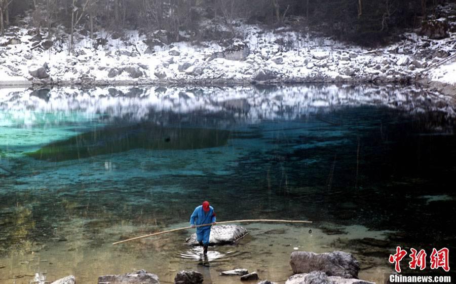 Зимний пейзаж заповедника 'Цзючжайгоу'