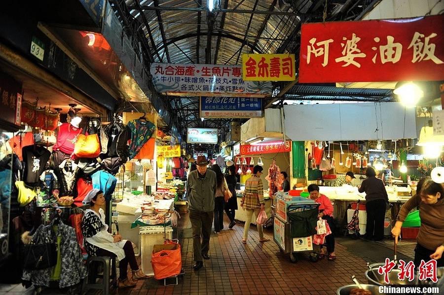 Традиционный рынок в старых кварталах города Тайбэй