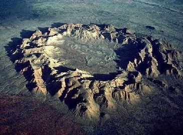 10 величественных метеоритных кратеров в мире