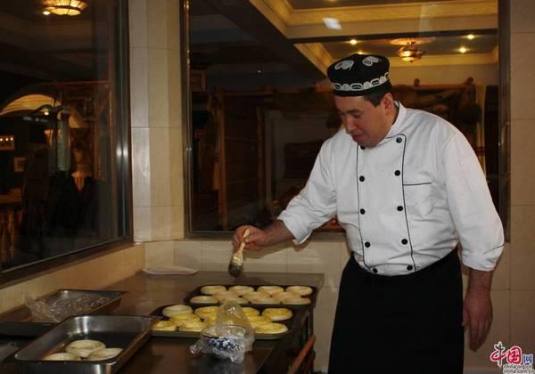 Полный процесс подготовки узбекских лепешек в ресторане «Шаш» (Видео)