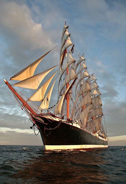Крупнейшее в мире парусное судно «Седов» прибыло в Сянган