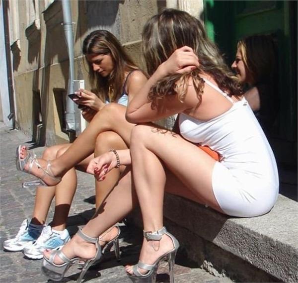 Большая подборка девушек, которые любят мини-юбки. Смотреть всем, кто забы